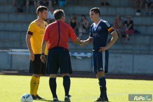 SGA Spielführer Patrick Moll (links) bei der Platzwahl gegen TSV Heimenkirch !